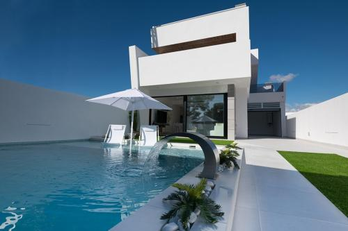 Villa in Santiago de la Ribera, only 750m to the beach