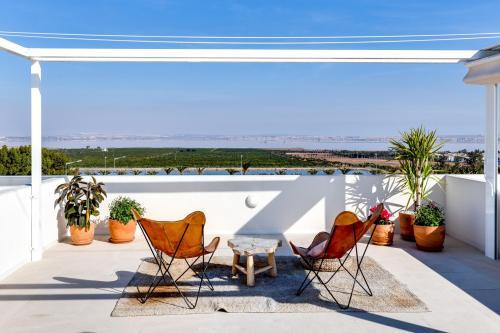 Stunning top floor bungalow in Los Balcones