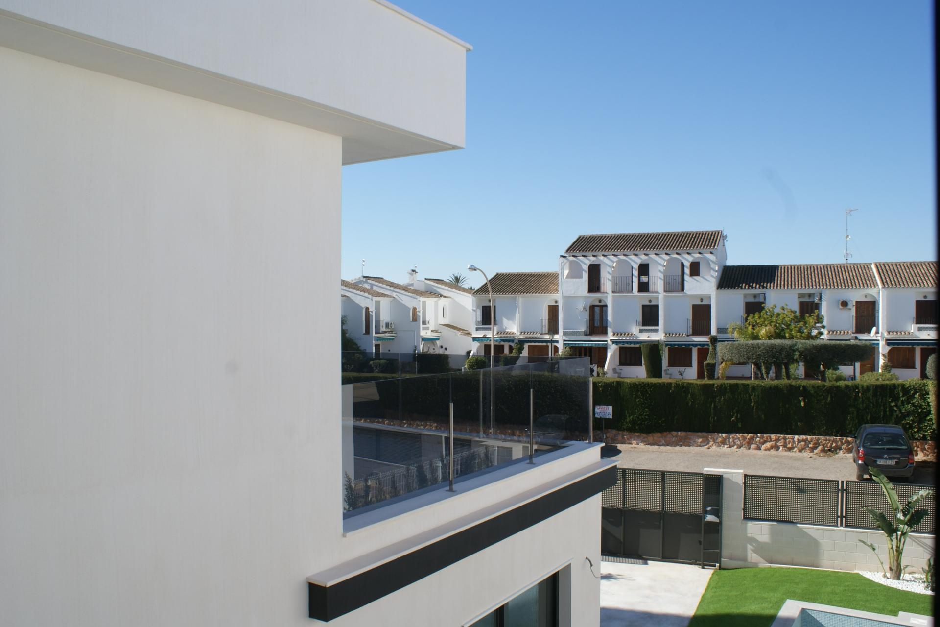 Modern villas in Santiago de la Ribera