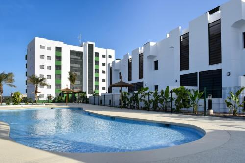 Top floor bungalow in Mil Palmeras close to the beach